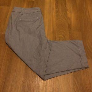 🗺3/$25 Loft Seersucker Crop Pants
